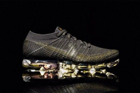 watch 26fd3 b2ab3 Nike Might Be Releasing This Super Luxe Black & Gold Air ...