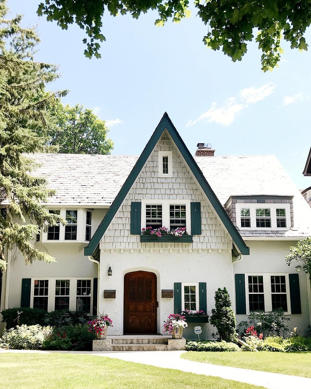 What makes the house different from a cottage, duplex, townhouse