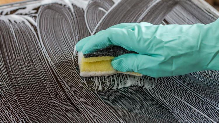 Ceranfeld reinigen renigung tipps schwamm sauber machen pratik