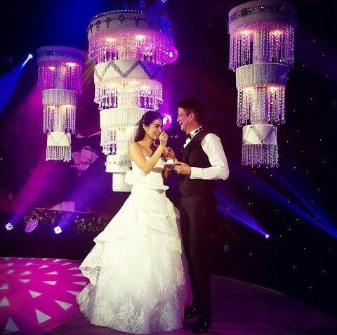 Chandelier Cake For Heart Evangelista Chiz Escudero S Wedding Reception Wedding Heart Wedding Concert