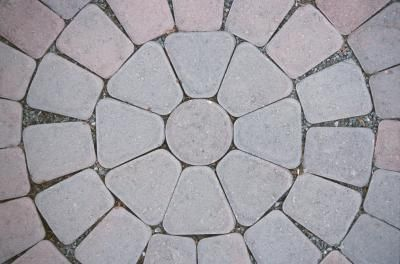 How To Make A Circle With Curved Pavers Ehow Patio Stones Circle Patio Brick Patios