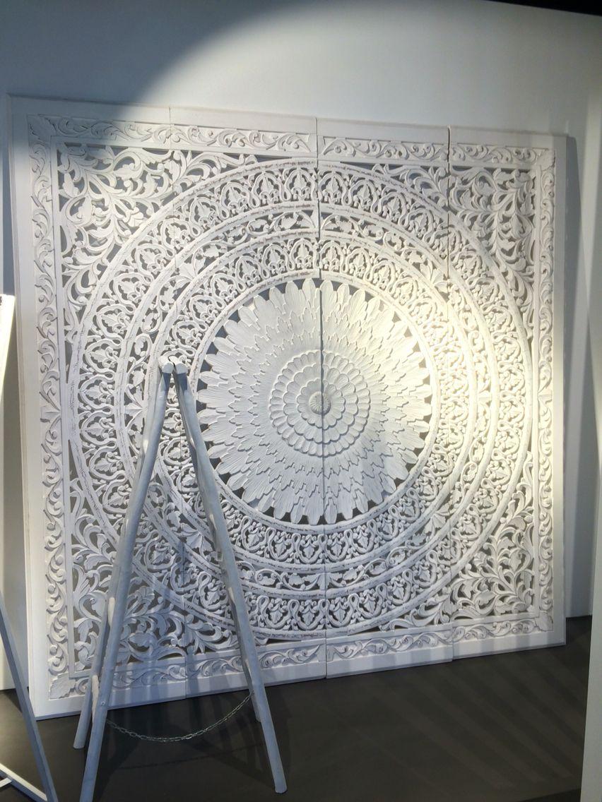 Mandala aus Holz in weiß! Wunderschön. Gesehen im Showroom von Kraiss Einrichtungen in Bad Urach.  www.kraisseinrichtungen.de