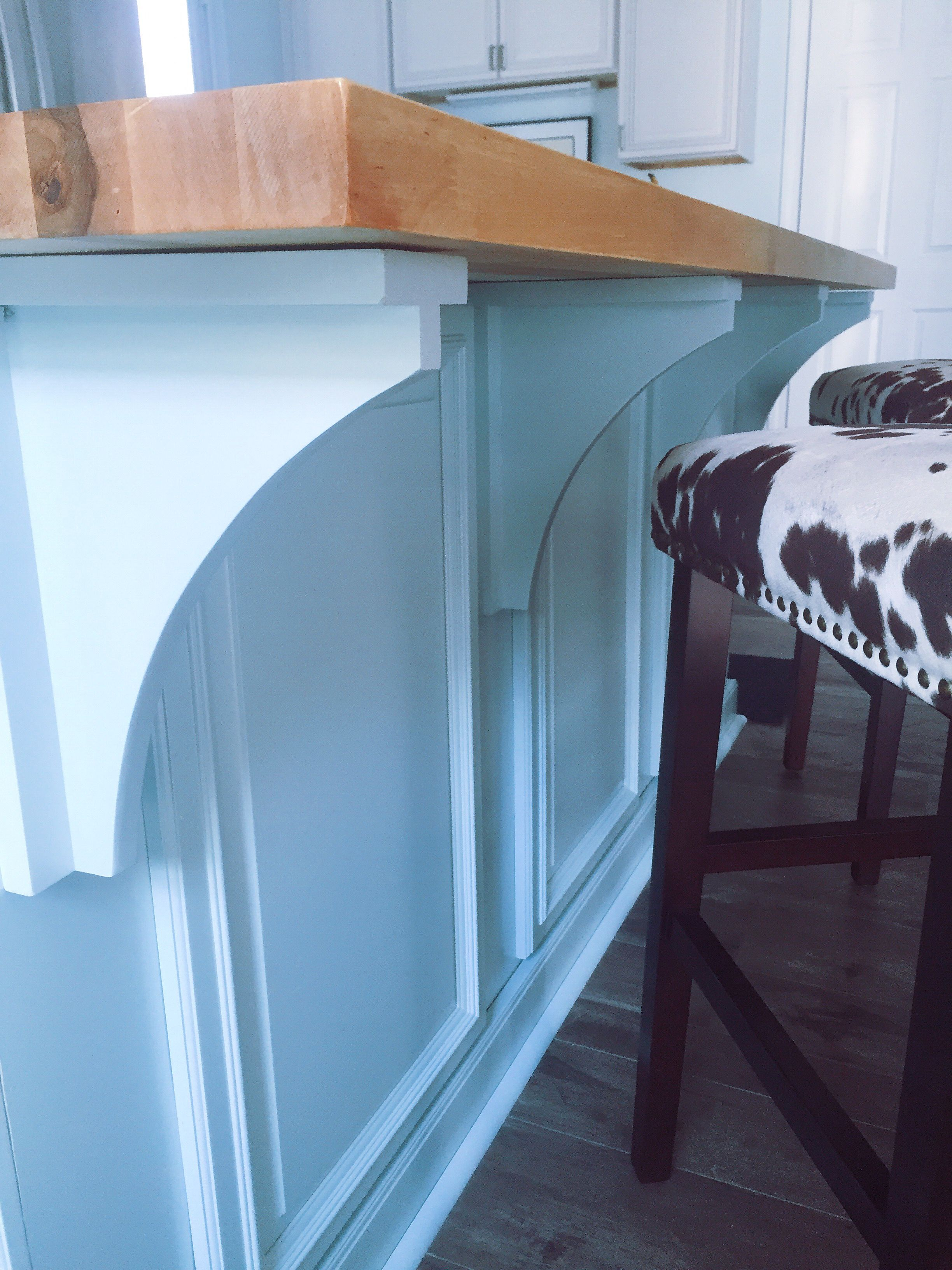 Tavolo Cucina Misure Standard great blue color against the wood counter top for this