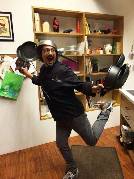 "..""è tuttooo un equilibrio sopra la folliaaaa""! ;-))) Hahahahahahahaha #illussodellasemplicità #AleKitchenSound #cucina #ricette #Italia #musica #Vasco"