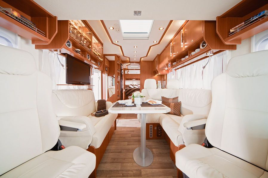 Morelo Palace 90 M Luxus-Wohnmobil Zwei Zimmer, Küche, Bad, Räder - küchen luxus design