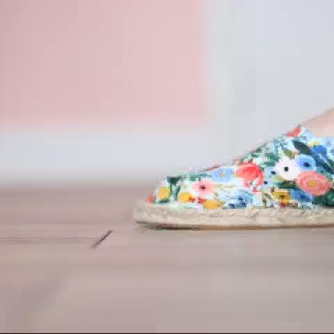 Le DIY parfait pour avoir des espadrilles uniques dans votre tissu préféré!