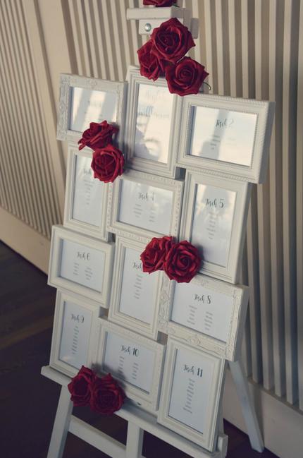 Photo of Sitzkarte mit Tischnummern für Hochzeiten