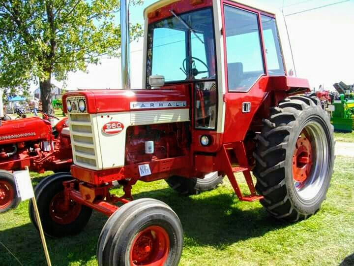 FARMALL 560 With An 86 Series Cab International Tractors Harvester Red Tractor
