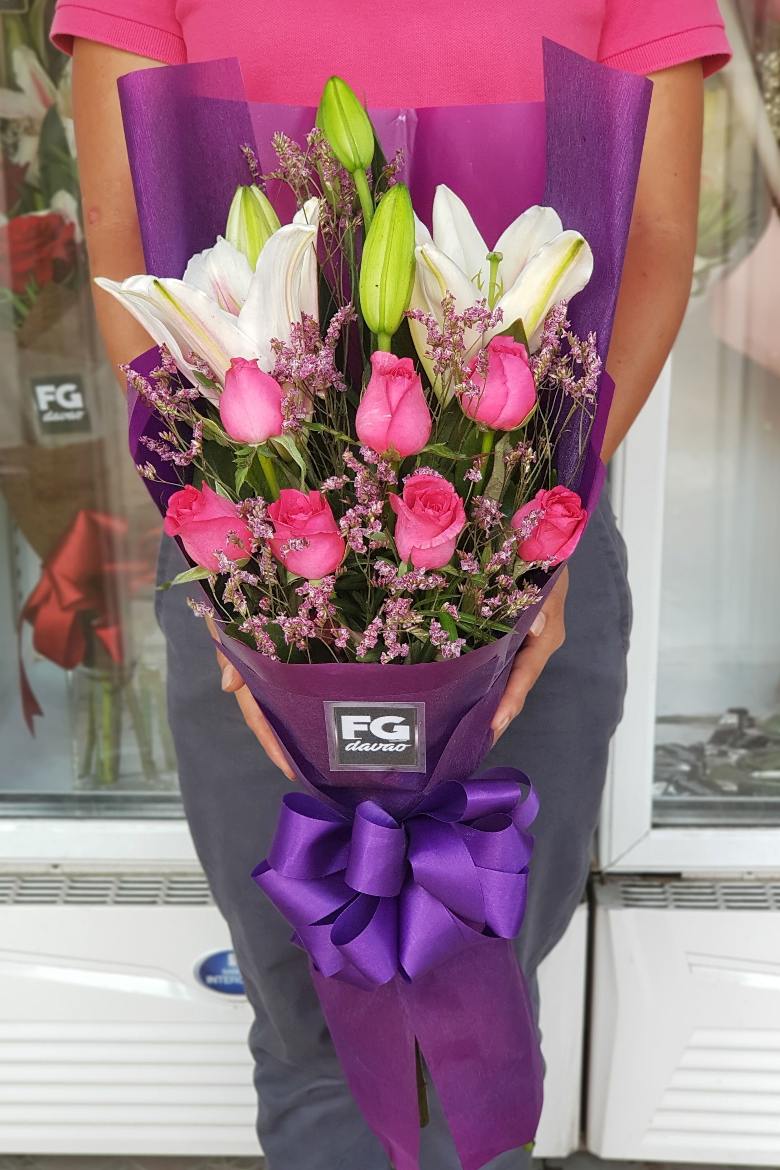 Bouquet of Roses and Lilies Send Flowers Price List www