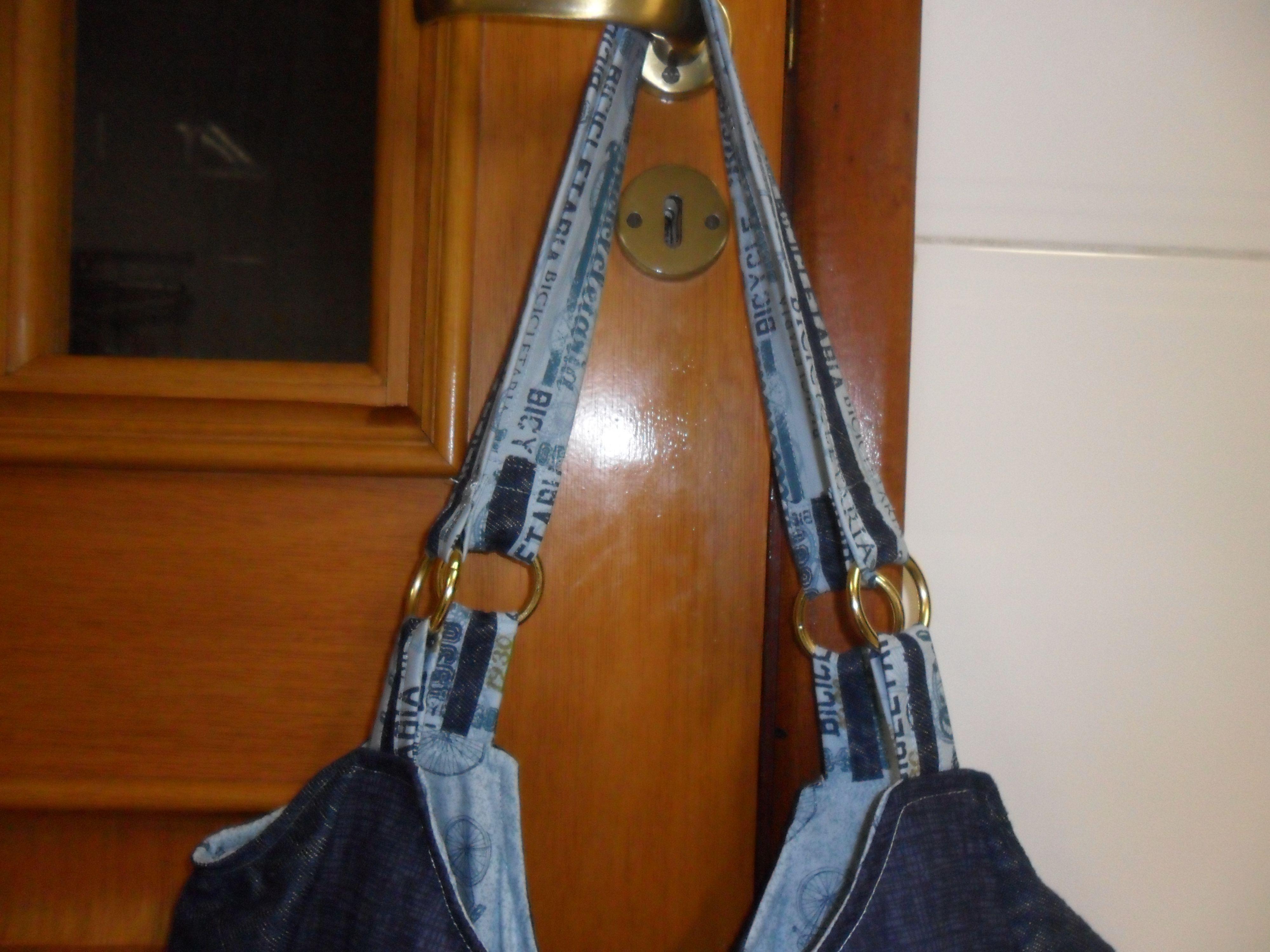 Bolsa Bicicletaria, confeccionada em jeans e tecido de tricoline.