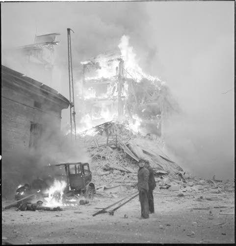 Helsingissä Abrahamin ja Lönnrothinkadun kulma. (1939-11-30 SA-kuva)