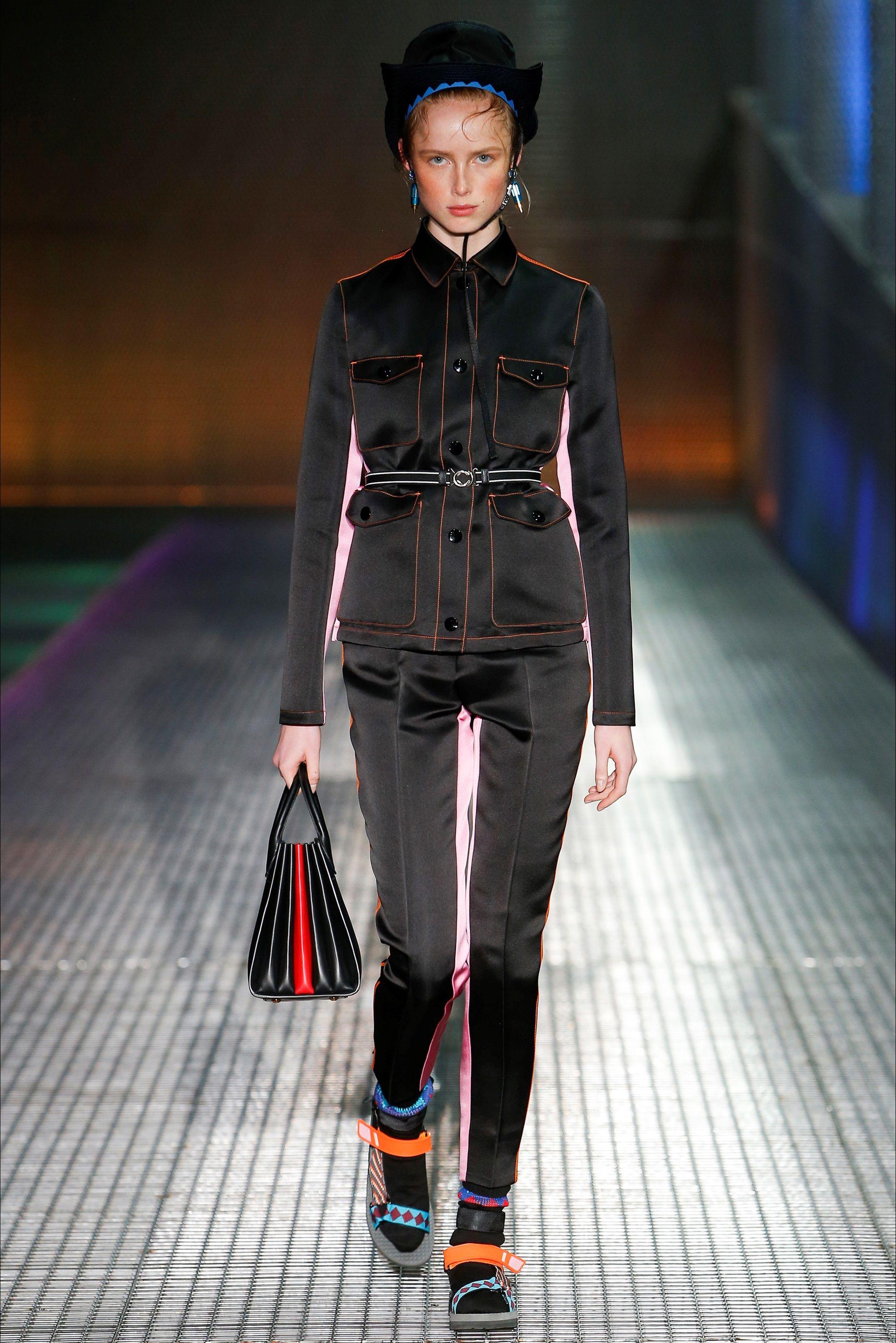 327614190a Sfilata Moda Uomo Prada Milano - Primavera Estate 2017 - Vogue ...