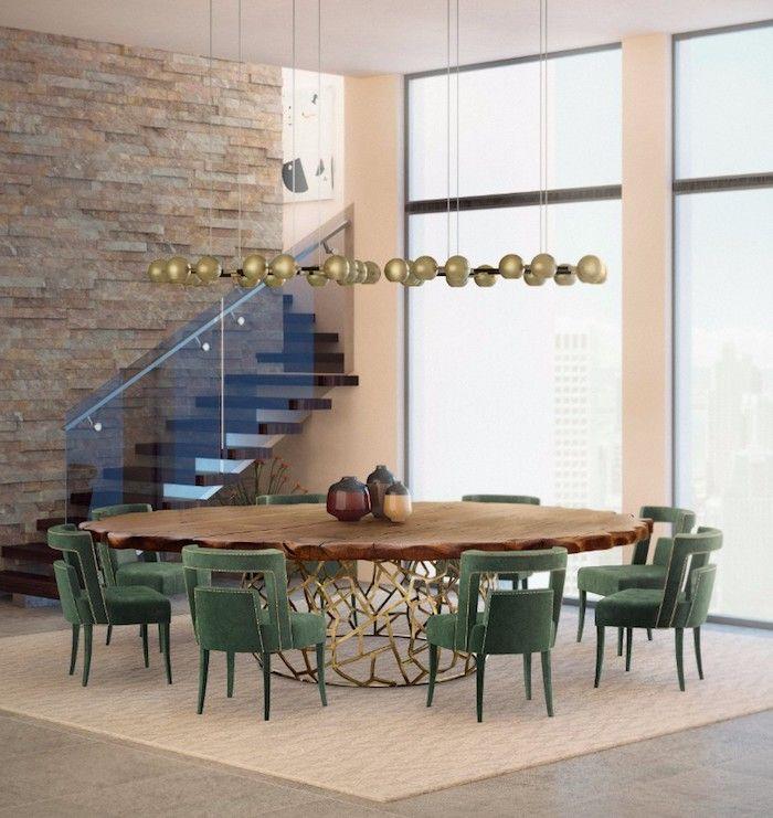 Runder Holztisch Und Grüne Stühle, Wandfarbe Beige, Wohnzimmer Einrichtung