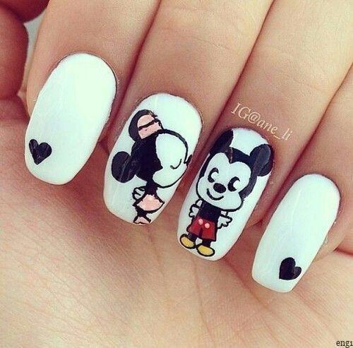 Patterned nail polish models  - Nägel -