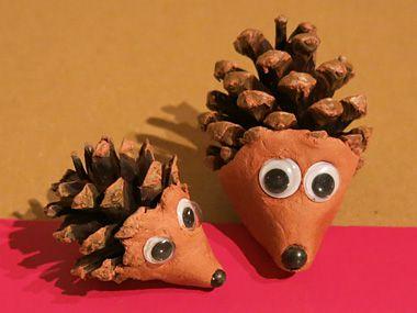 Un h risson en pomme de pin et p te modeler durcissante - Creation avec des pommes de pin ...