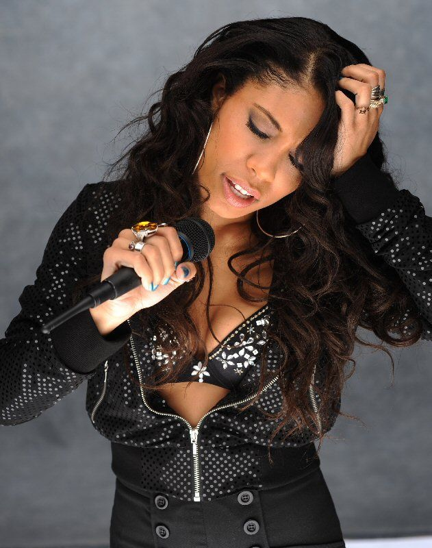 Keshia Chante in her role as Aaliyah #aaliyahfashion Keshia Chante in her role as Aaliyah #aaliyahfashion