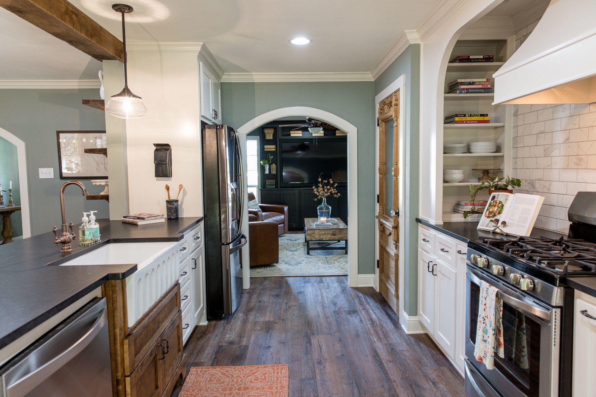 Episode 07- The Mexia Major House - Magnolia Market - Objective:  Open up the kitchen for lots of storage and countertop space. Mrs. Beachum loves to cook!