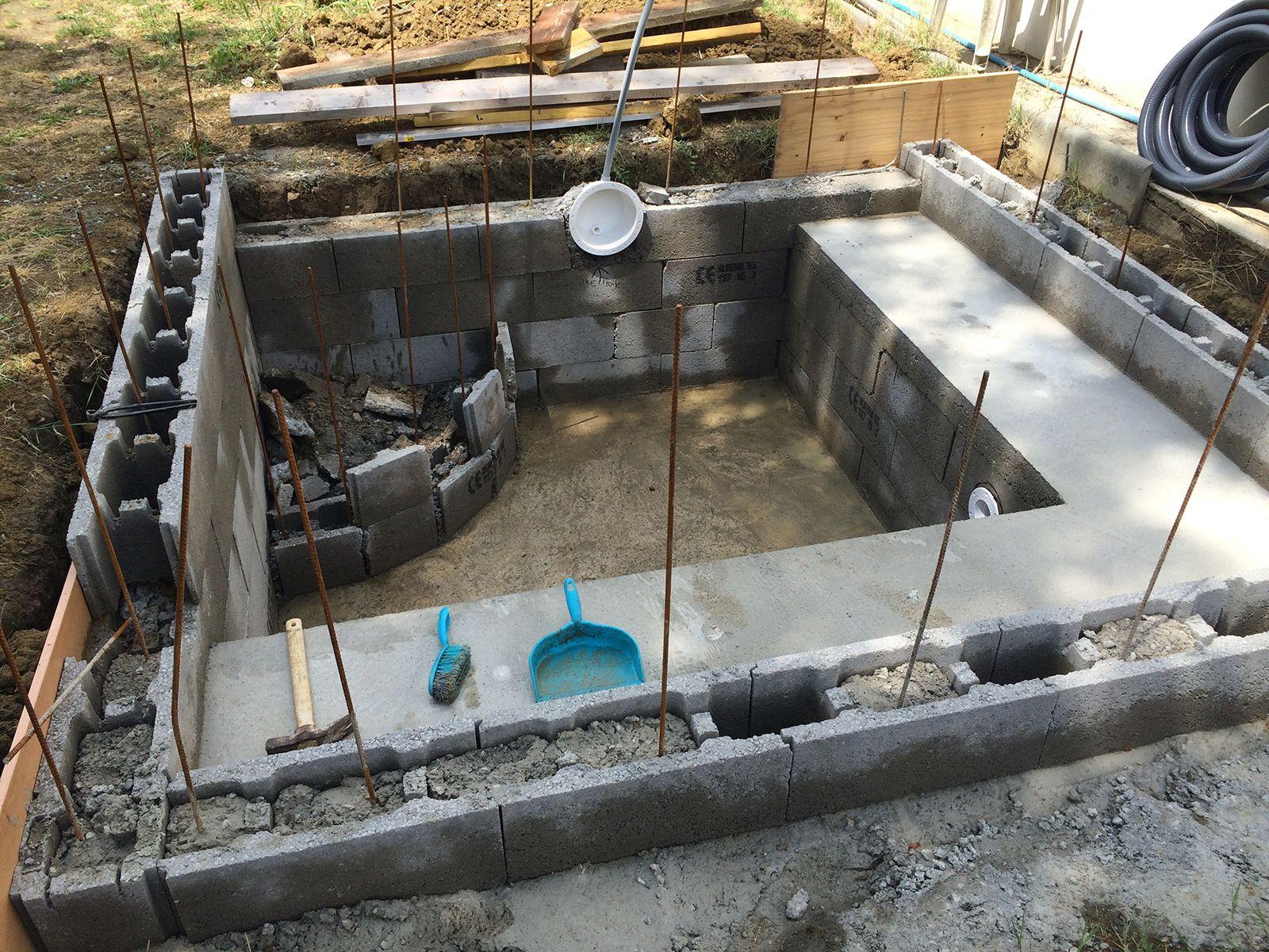 Exceptionnel Construction Piscine Béton   Décoffrage Banc. U2013 Construction Du0027une Petite  Piscine En Béton