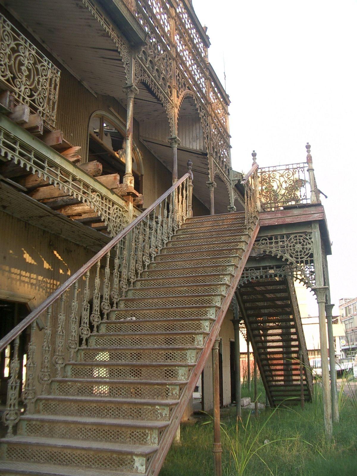 Pin Von Auf 2 Angola Luanda Gebaude Treppe