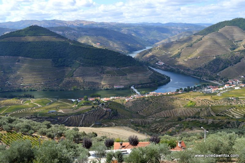 15 hand-picked Portugal highlights from travel bloggers - via Breat With Us 25-10-2016 | we asked a group of fellow travel bloggers to share their favorite Portugal highlights. We have 15 diverse and interesting things to see and do in Portugal that hopefully will inspire you to visit. Photo: Douro Valley