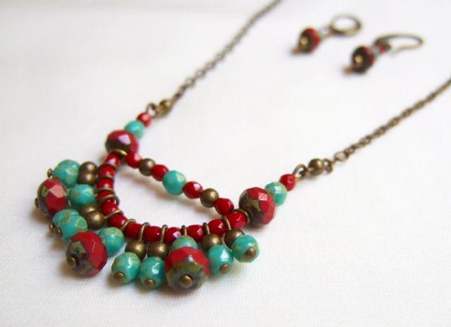 GARNET PALERMITIAN REINASSANCE  Conjunto de collar y pendientes en color granate, verde turquesa y oro viejo.