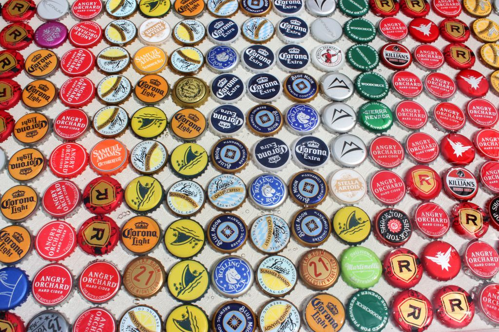 Beer bottle cap table, coffee table, beer caps, design, creative ideas, inexpensive crafts, touch of tay, fall crafts, summer crafts