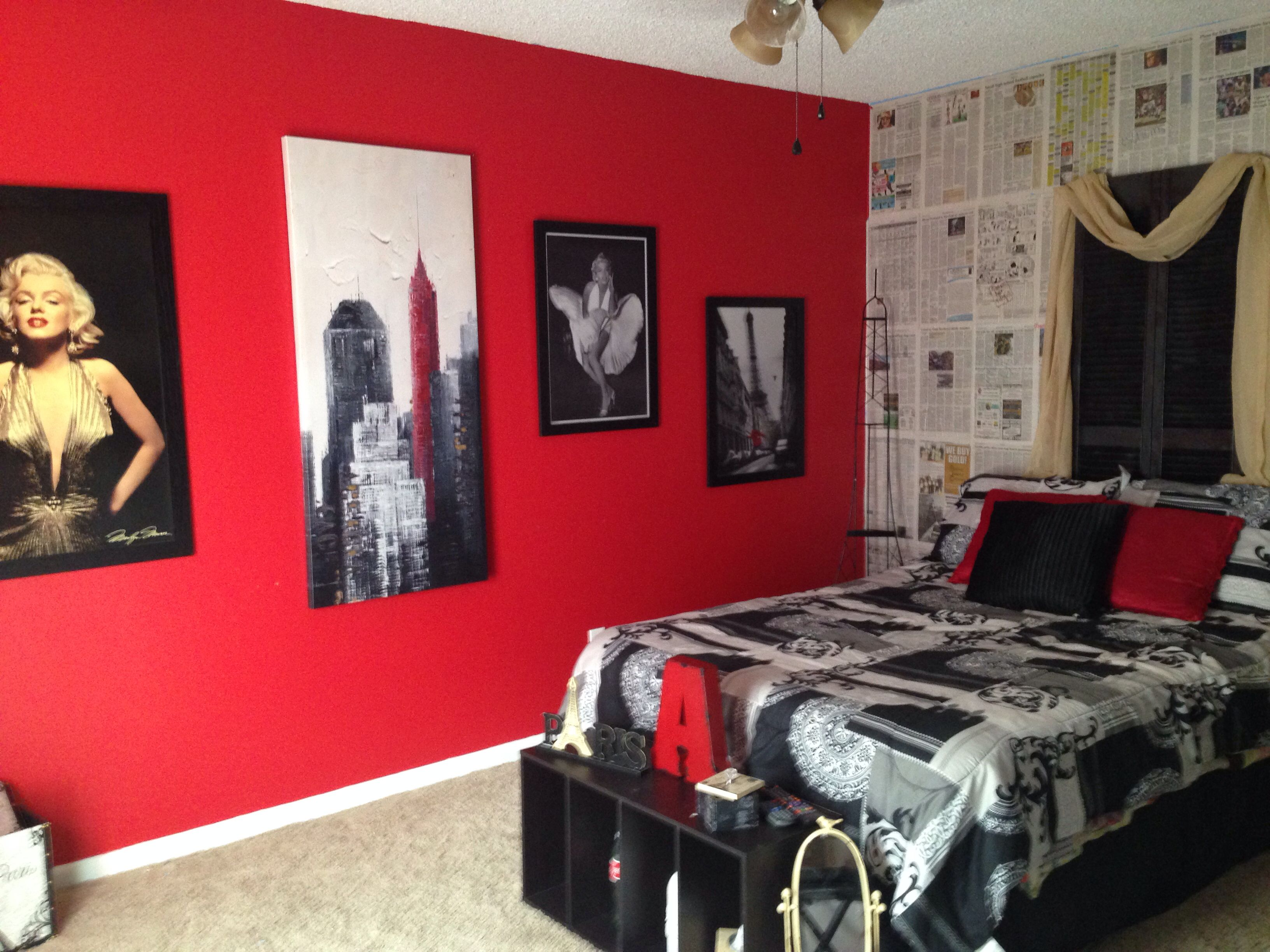 My daughter 39 s marilyn monroe picture collage wall paris for City themed bedroom designs
