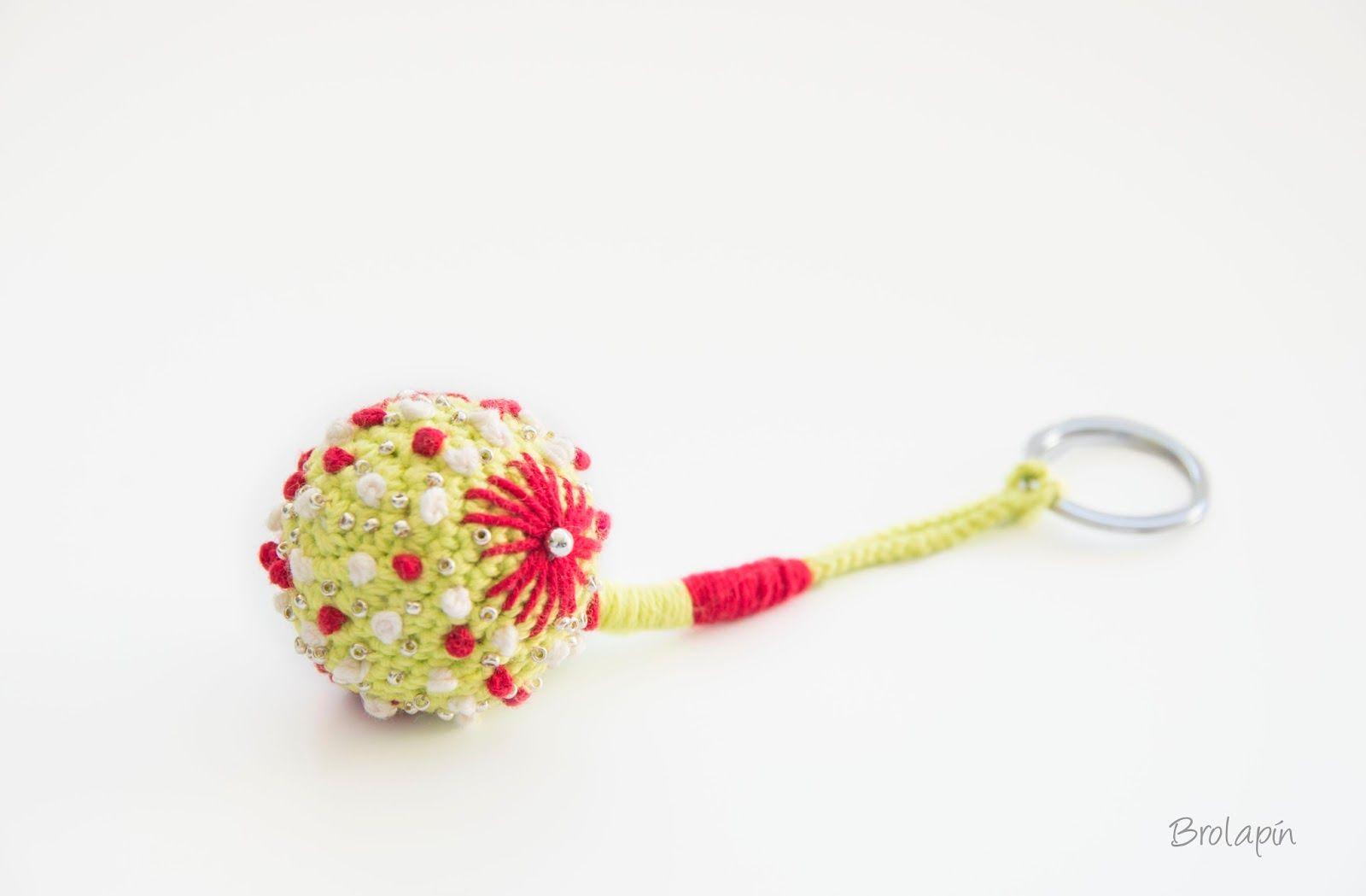 LLaveros crochet con bordados.Brolapin