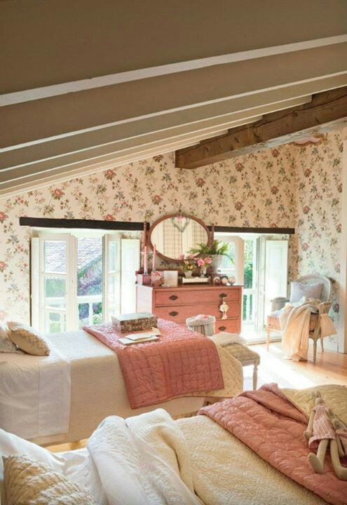 This Romantic Cozy Cottage Bedroom Is Giving Me All Of The Girly Vintage Vibe French Country Decorating Bedroom Cottage Style Bedrooms French Country Bedrooms