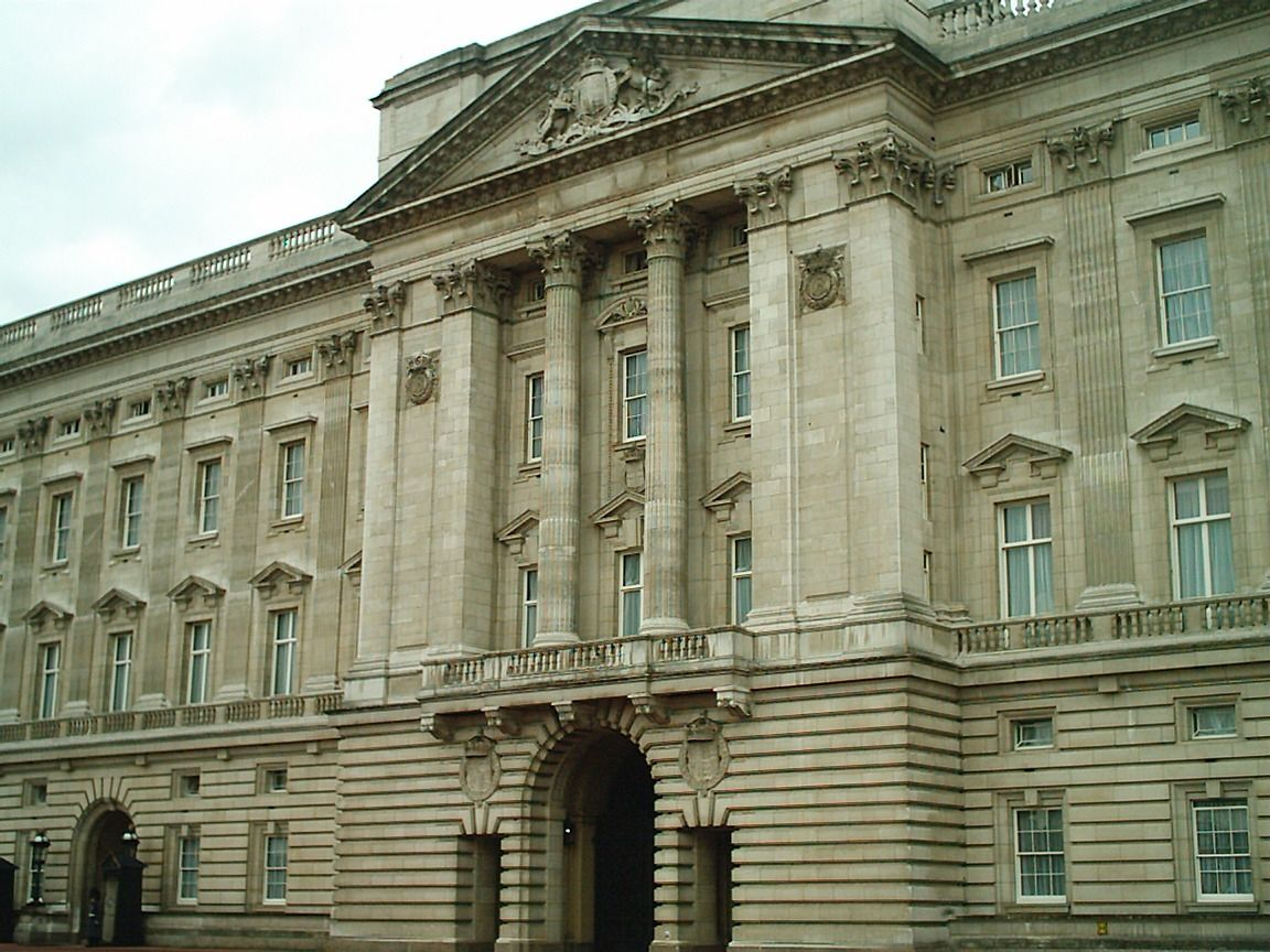 Buckingham Palace    P...