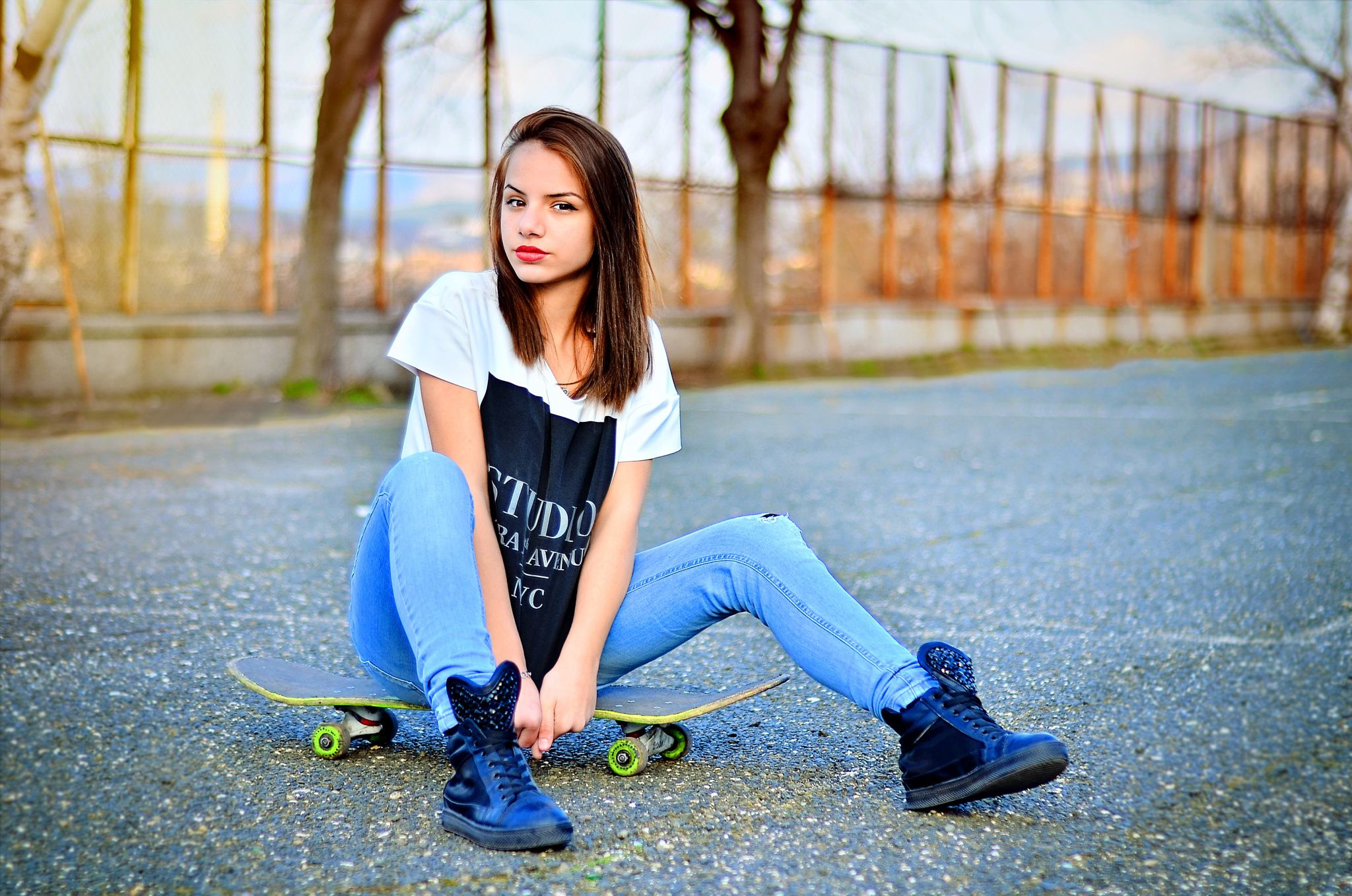 Download Wallpaper Skateboard, Bulgaria, Portrait, Model, Ikoseomer, Shooting, Skate, Girl, Fashion, section девушки Resolution 2048x1357