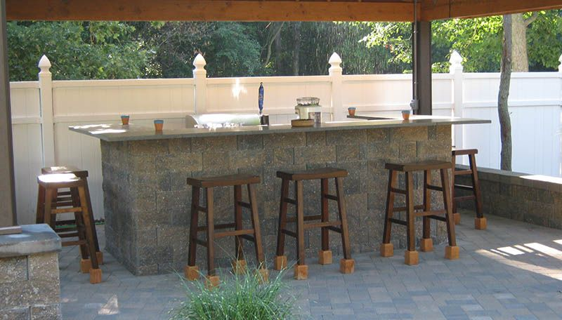 Bar stools outdoor bar paver patio outdoor kitchen bar for Outdoor kitchen bar plans