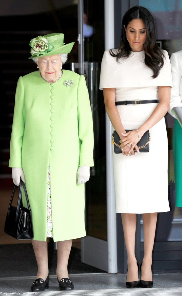 Queen elizabeth green dress  Mad About Meghan  Adorable Momento PRÍNCIPE HARRY  Pinterest
