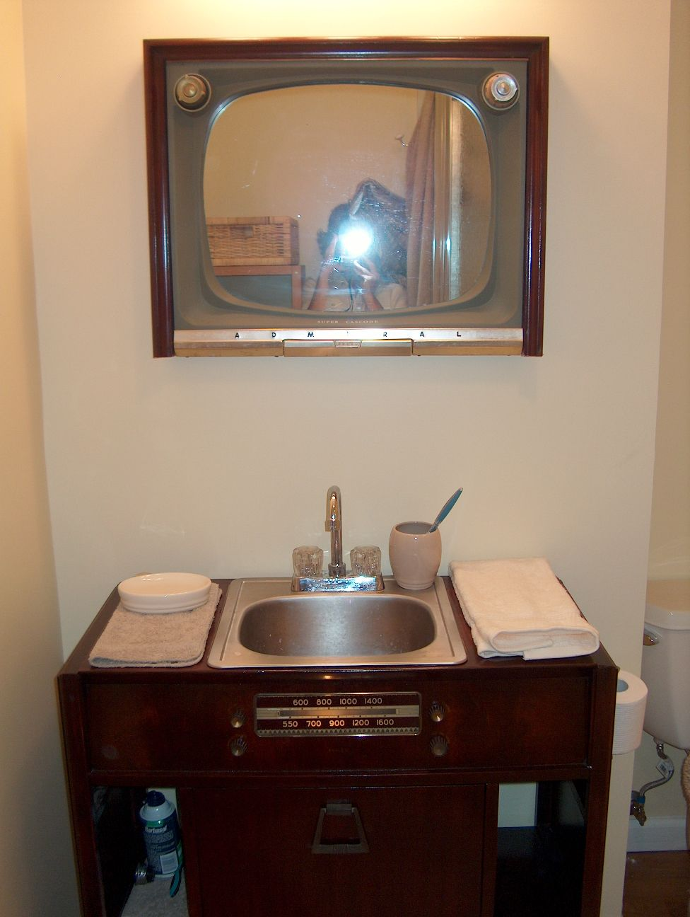 Coolest Bathroom Ever The Coolest Vanity Setup Evervintage Radio And Television