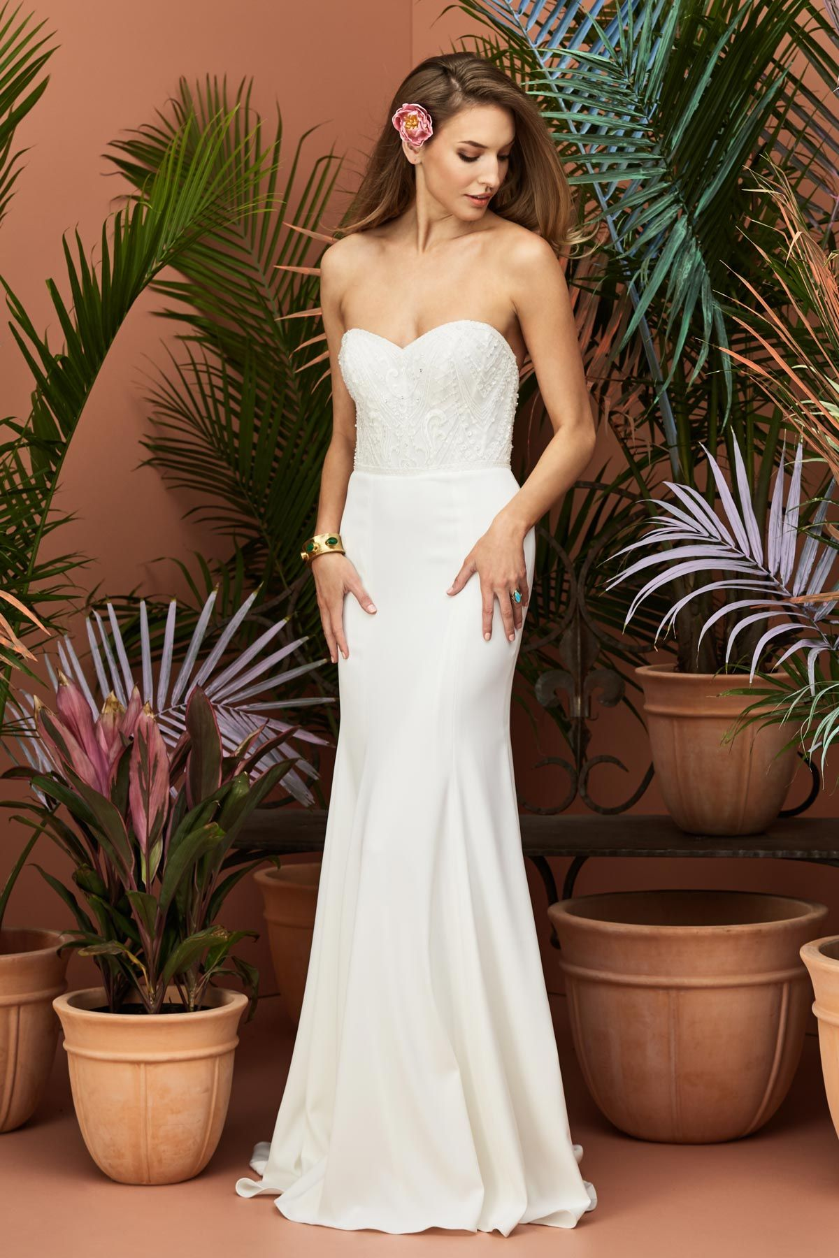 This beautiful wedding dress with a strapless sweetheart neckline