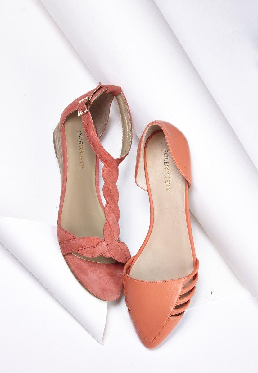Mulher compra sapato da Arezzo e descobre outra marca
