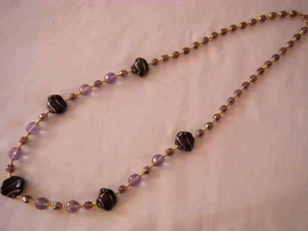 collana lunga con mezzo cristallo viola e vetro di murano,fatta a mano