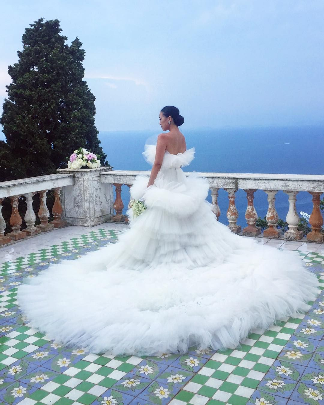 The Lemon Theme Suited the Wedding\'s Location: Capri | Feiping Chang ...