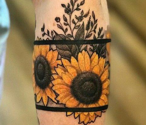 Tatuajes De Flores Por Partes Del Cuerpo Hombre Mujer Tatuajes Girasoles Tatuajes Tatuaje De Girasol