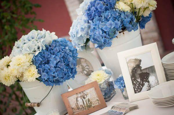 Matrimonio Azzurro Ortensia : Matrimonio azzurro con libri e ortensie fiori