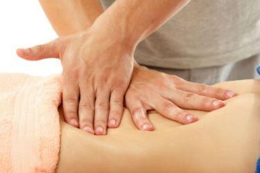 A massagem modeladora ajuda a ativar o metabolismo local e a circulação. Conheça os benefícios e usos da massagem modeladora.