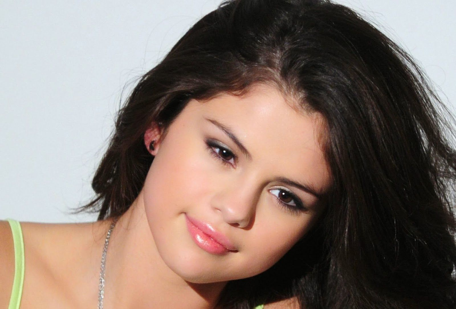 Selena Gomez Wallpapers High Quality Download Free 1280x1024 Pic 56