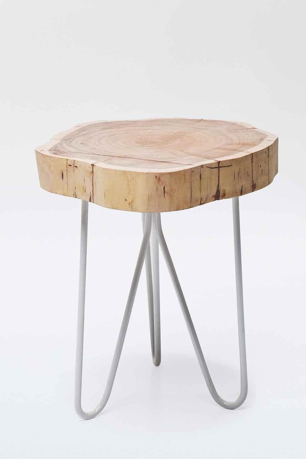 Modern wood side table  A coleção para casa de inspiração étnica e boêmia da Urban