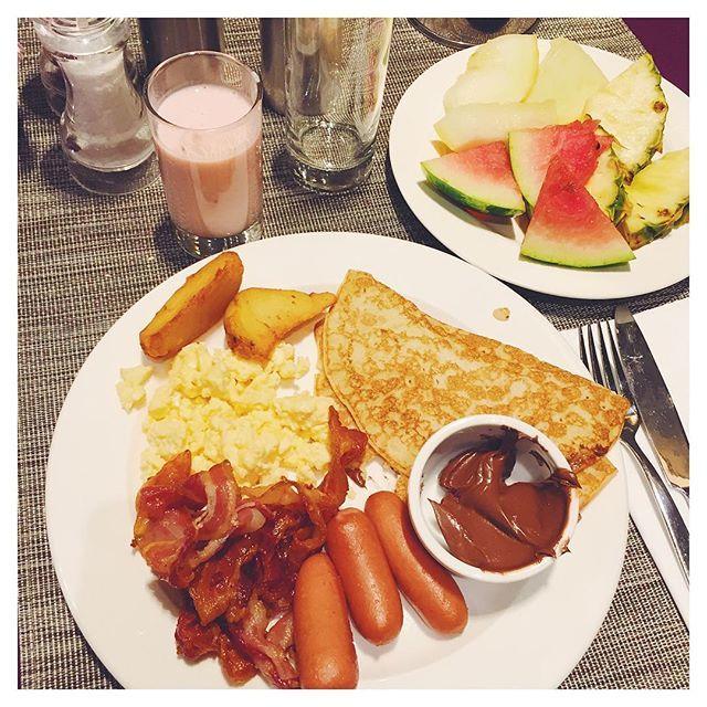 Hotel breakfast! 🙈👅 brunch