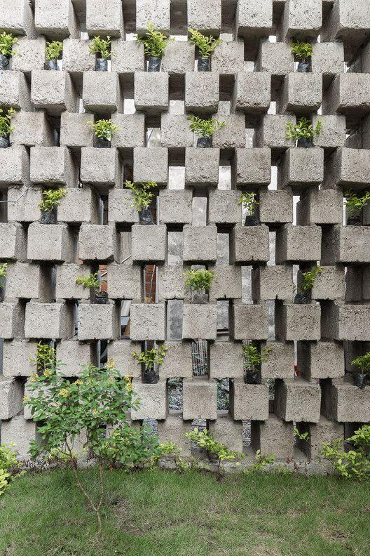 Galeria De Casa Entre Bloques Natura Futura Arquitectura 6 Brick Design Concrete Blocks Cinder Block Walls