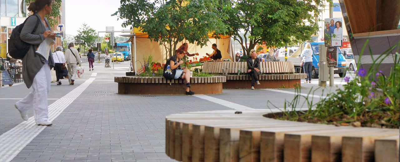 Streetlife round tree seating element for public 1280 520 zan pinterest dubai - Social life in small urban spaces model ...