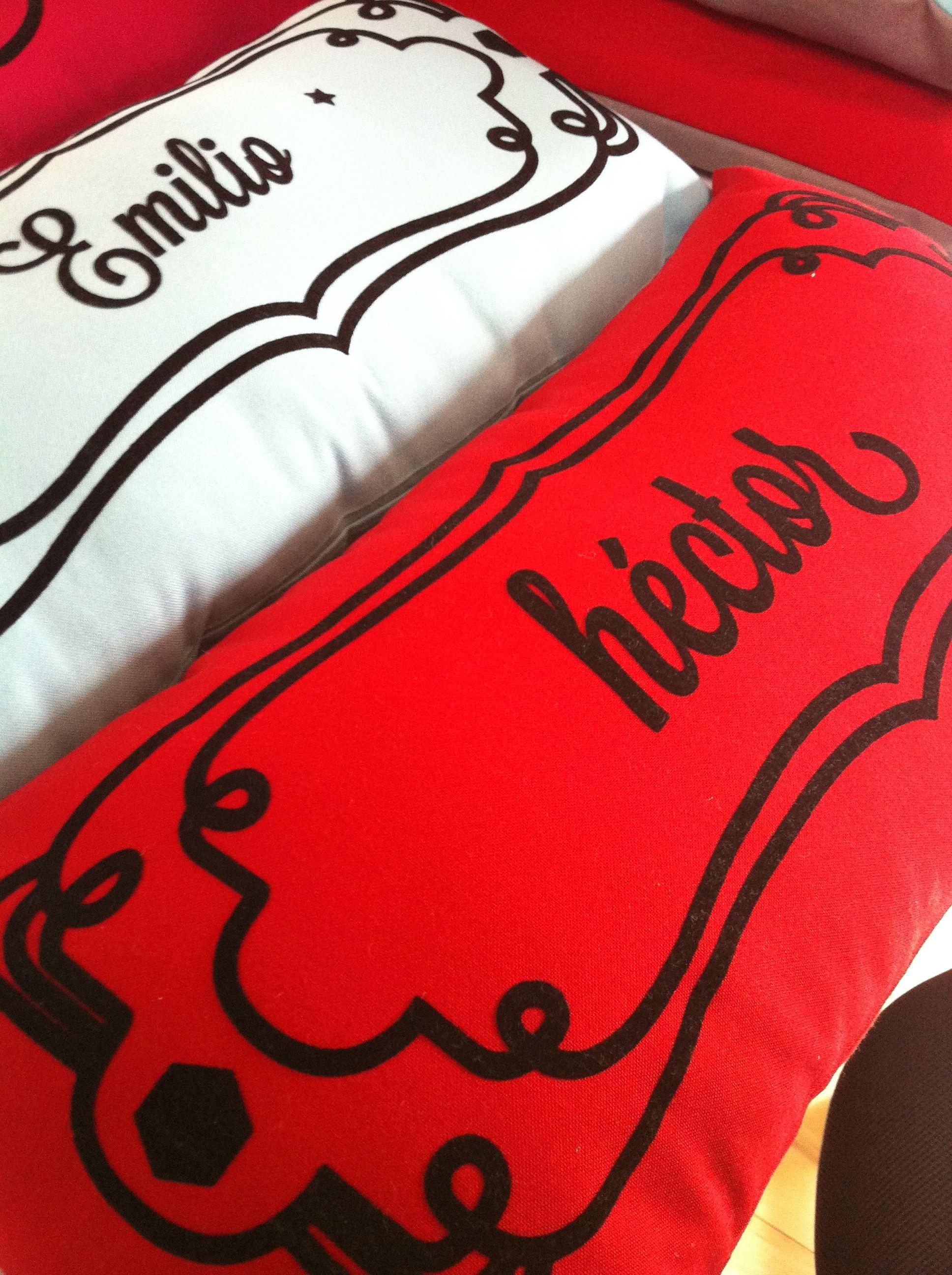 Emilio y Héctor | almohaditas decorativas