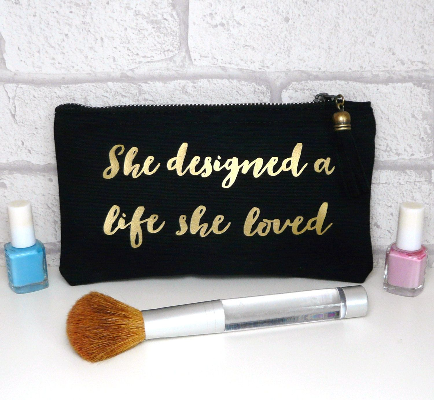 She designed a life she loved Gold / Black Font MakeUp