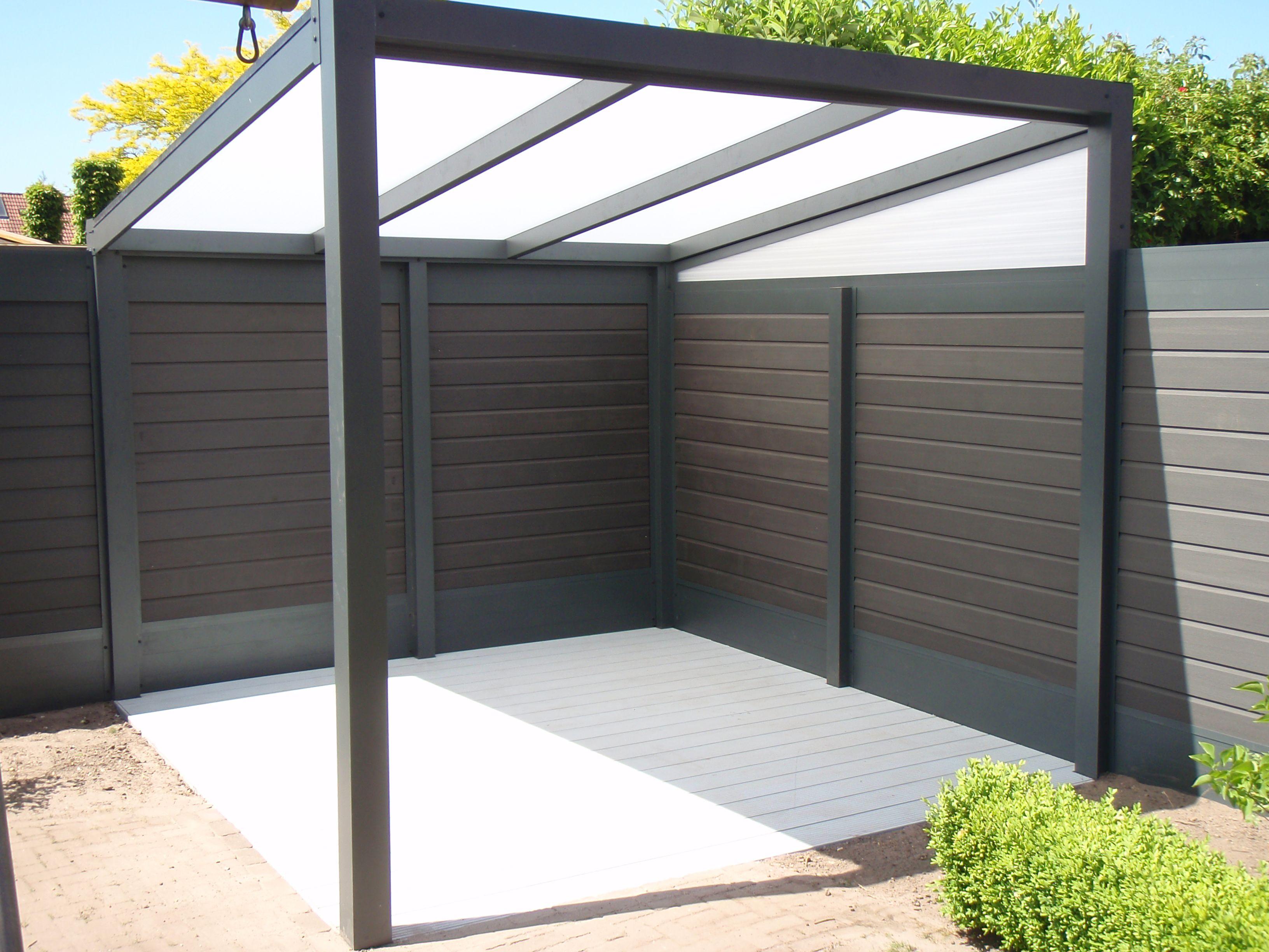 Veranda terrasoverkapping met combi schutting gemaakt van aluminium geeft sfeer in de tuin for Buiten patio model