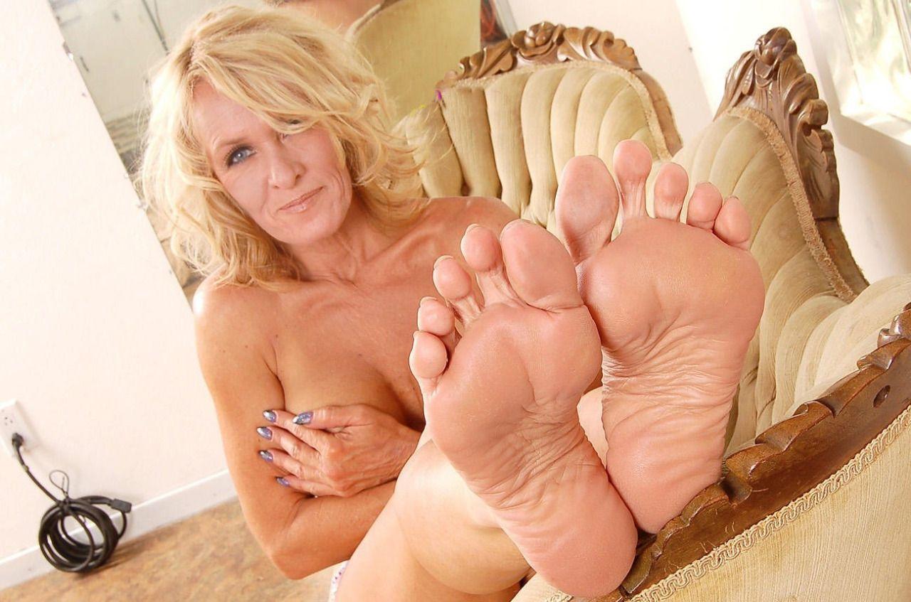 Husband Worship Wife Feet